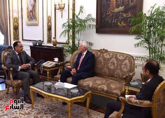 رئيس الوزرا يستقبل السفير اليوناني بالقاهرة (3)