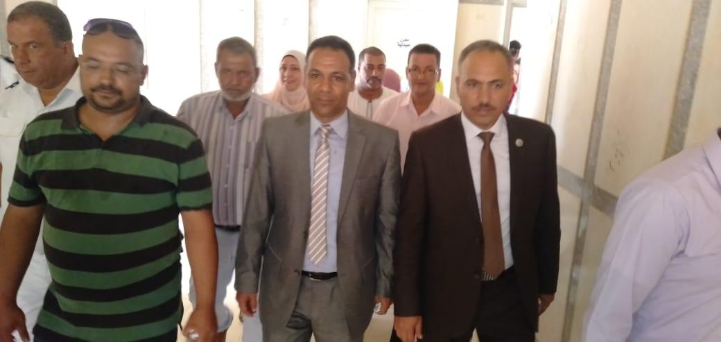 رئيس جهاز مدينة بدر يتفقد أكب رقافلة طبية بالمدينة  (1)