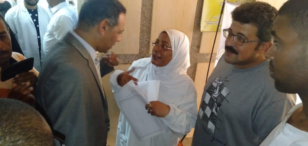 رئيس جهاز مدينة بدر يتفقد أكب رقافلة طبية بالمدينة  (7)