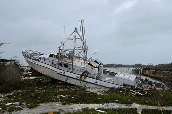 قارب تدمر بفعل الإعصار