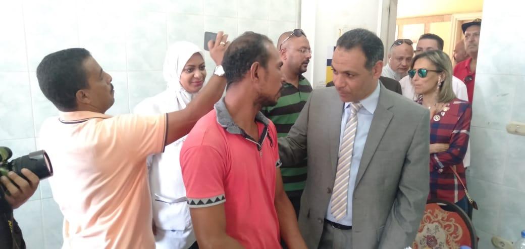 رئيس جهاز مدينة بدر يتفقد أكب رقافلة طبية بالمدينة  (6)
