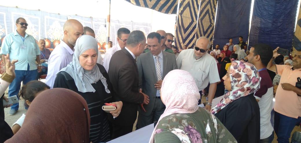 رئيس جهاز مدينة بدر يتفقد أكب رقافلة طبية بالمدينة  (9)
