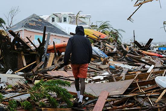 منازل دمرها الإعصار
