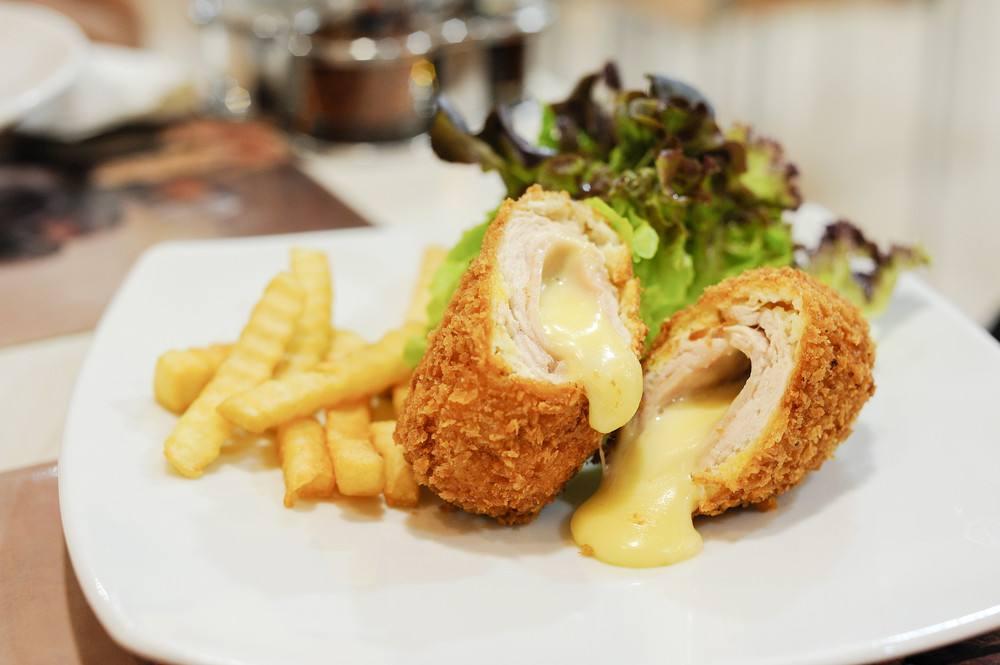 عمل الدجاج بالجبنة موتزاريلا (1)
