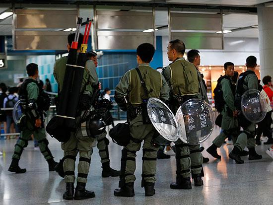 دوريات شرطة داخل محطات المترو