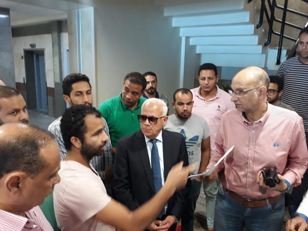جولة محافظ بورسعيد بمستشفى الحياة (2)