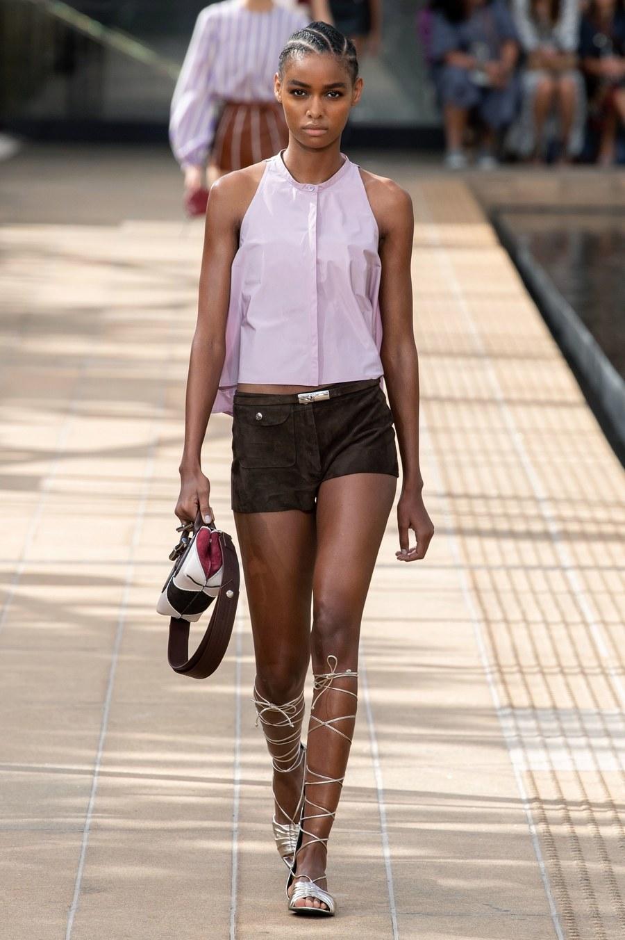 عرض أزياء Longchamp  بأسبوع الموضة بنيويورك (6)