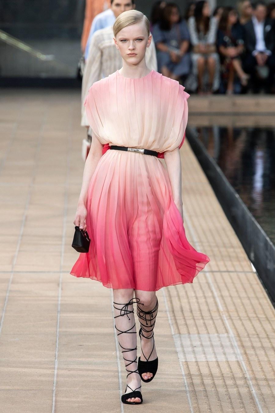 عرض أزياء Longchamp  بأسبوع الموضة بنيويورك (12)
