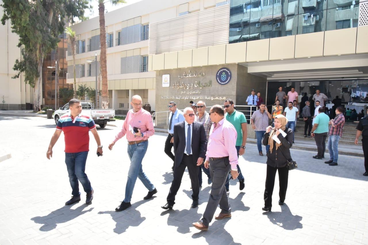 جولة محافظ بورسعيد بمستشفى الحياة (1)