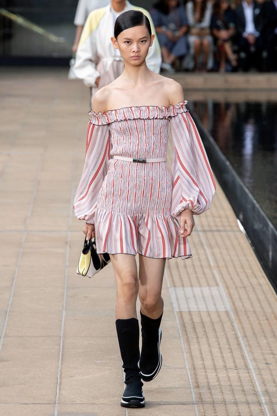 عرض أزياء Longchamp  بأسبوع الموضة بنيويورك (13)