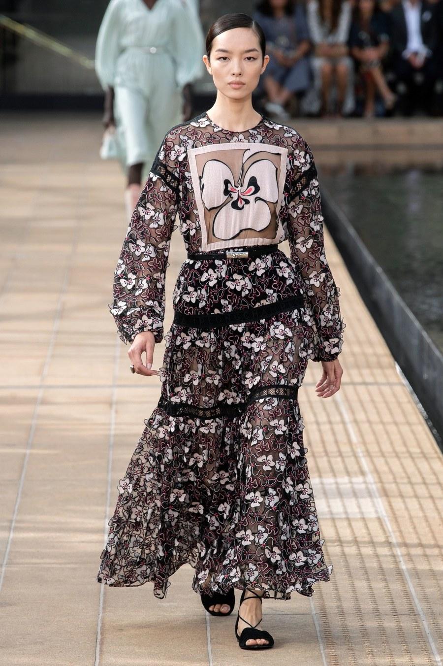 عرض أزياء Longchamp  بأسبوع الموضة بنيويورك (15)