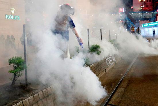 جانب من العنف فى هونج كونج