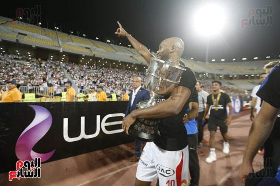أنا يمني صور لحظة رفع الزمالك كأس مصر