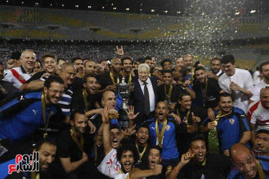 صور لحظة رفع الزمالك كأس مصر اليوم السابع