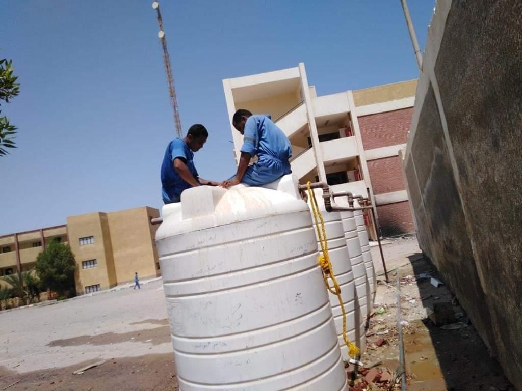 تطهير خزانات المدارس بالبحر الأحمر (1)