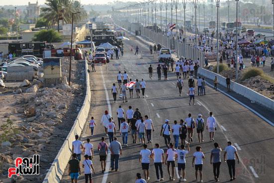 الجماهير فى طريقها لبرج العرب لحضور النهائى