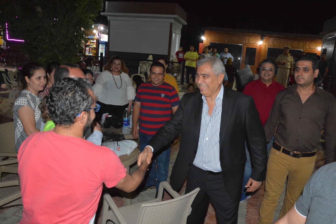 محافظ المنيا يلتقى أصحاب الوحدات والزائرين لمشروع شارع مصر (1)