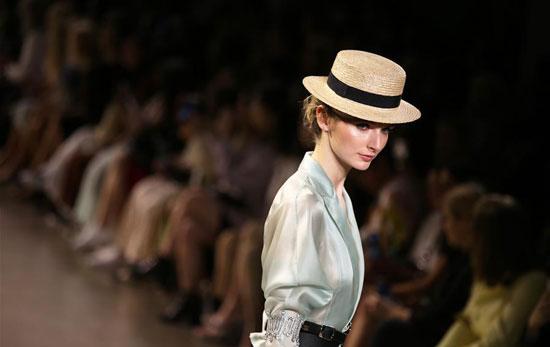 أزياء لدعم المرأة فى معرض بنيويورك (4)