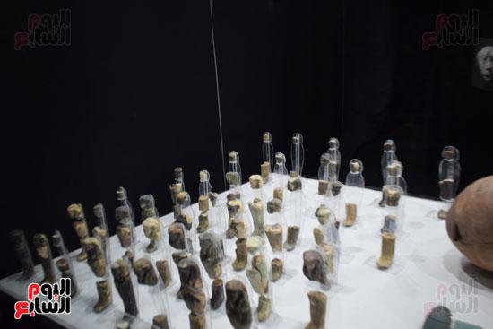 شاهد-مقتنيات-ساحرة-أخرجتها-البعثة-الآثرية-المصرية-الأمريكية-من-مقابر-العساسيف-(19)