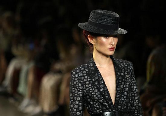 أزياء لدعم المرأة فى معرض بنيويورك (1)