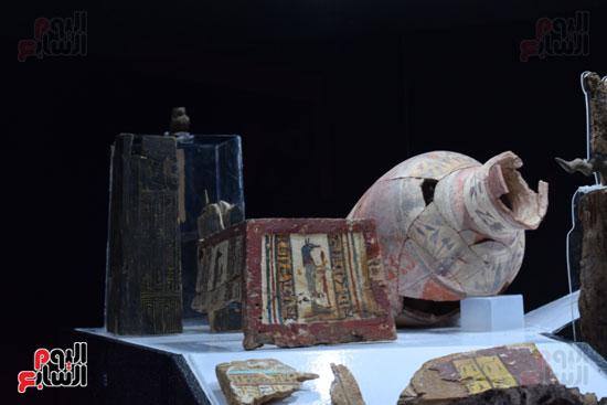 شاهد-مقتنيات-ساحرة-أخرجتها-البعثة-الآثرية-المصرية-الأمريكية-من-مقابر-العساسيف-(2)