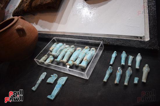 شاهد-مقتنيات-ساحرة-أخرجتها-البعثة-الآثرية-المصرية-الأمريكية-من-مقابر-العساسيف-(12)