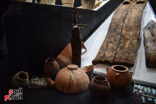 شاهد-مقتنيات-ساحرة-أخرجتها-البعثة-الآثرية-المصرية-الأمريكية-من-مقابر-العساسيف-(11)