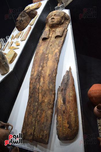 شاهد-مقتنيات-ساحرة-أخرجتها-البعثة-الآثرية-المصرية-الأمريكية-من-مقابر-العساسيف-(15)