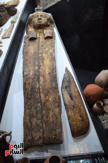 شاهد-مقتنيات-ساحرة-أخرجتها-البعثة-الآثرية-المصرية-الأمريكية-من-مقابر-العساسيف-(10)