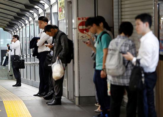 مواطنون فى انتظار عودة خدمات النقل