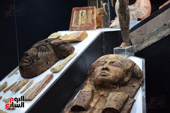 شاهد-مقتنيات-ساحرة-أخرجتها-البعثة-الآثرية-المصرية-الأمريكية-من-مقابر-العساسيف-(16)
