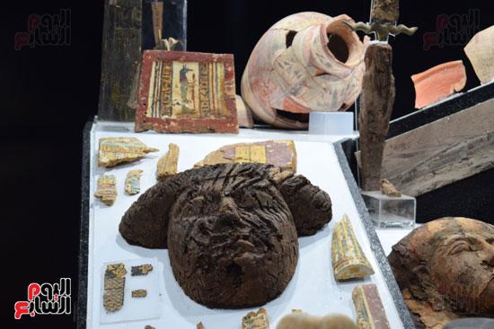 شاهد-مقتنيات-ساحرة-أخرجتها-البعثة-الآثرية-المصرية-الأمريكية-من-مقابر-العساسيف-(9)