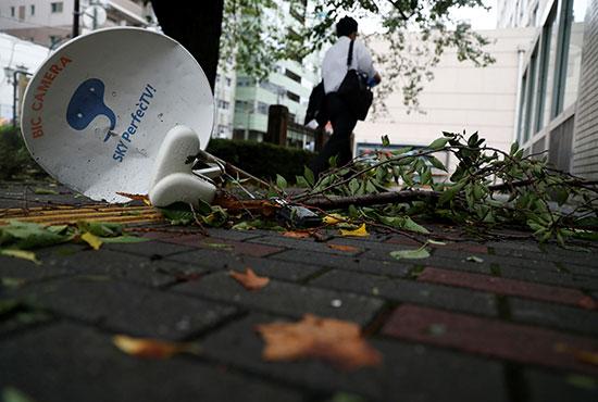 شدة الإعصار أطاحت بالأطباق الهوائية