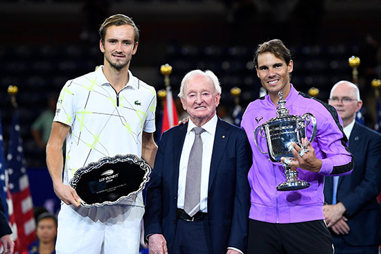 نادال وميدفيديف مع جوائز البطولة