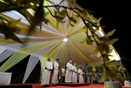البابا فى لحظة صلاة