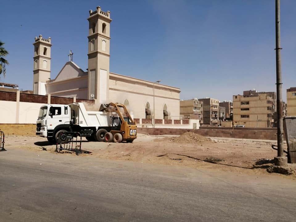 حملات نظافة وتجميل بمحيط طريق الكباش ورفع 9 أطنان قمامة ومخلفات بمدينة الأقصر (1)