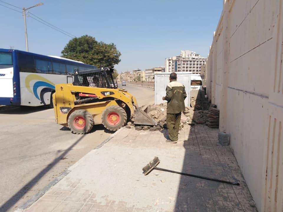 حملات نظافة وتجميل بمحيط طريق الكباش ورفع 9 أطنان قمامة ومخلفات بمدينة الأقصر (2)