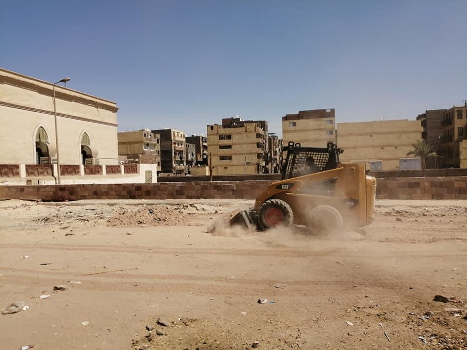 حملات نظافة وتجميل بمحيط طريق الكباش ورفع 9 أطنان قمامة ومخلفات بمدينة الأقصر (3)