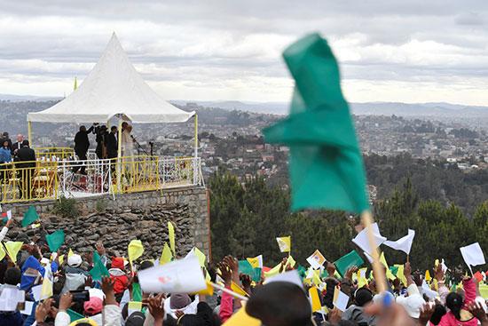 حفاوة وترحيب بالبابا فى عاصمة مدغشقر