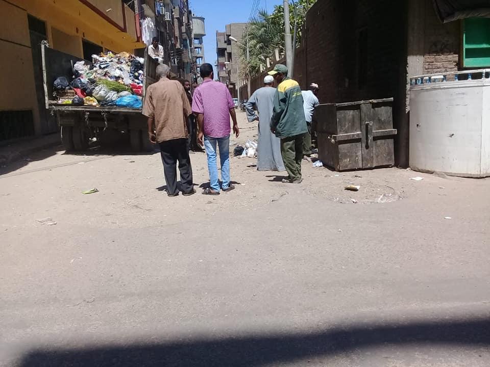 حملات نظافة وتجميل بمحيط طريق الكباش ورفع 9 أطنان قمامة ومخلفات بمدينة الأقصر (4)
