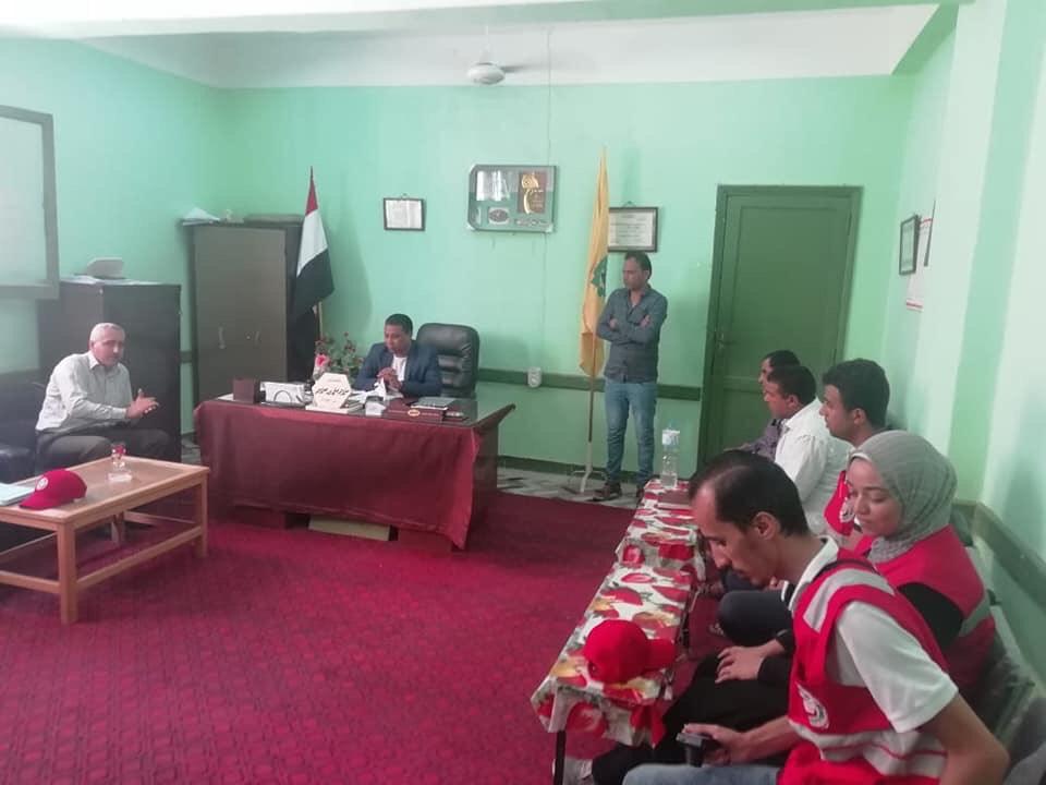 توزيع مساعدات من الهلال الأحمر على مدارس الشيخ زويد بسيناء (3)