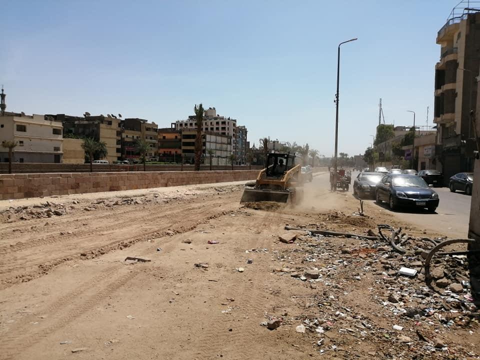 حملات نظافة وتجميل بمحيط طريق الكباش ورفع 9 أطنان قمامة ومخلفات بمدينة الأقصر (6)