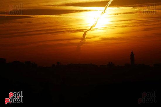 القاهره تخترق الغيوم قبل الفجر