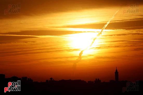 شمس القاهره تخترق السحب