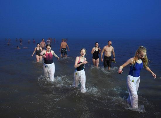 السباحة فى الماء البارد