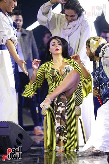 رقص صافينار مع فرقتها