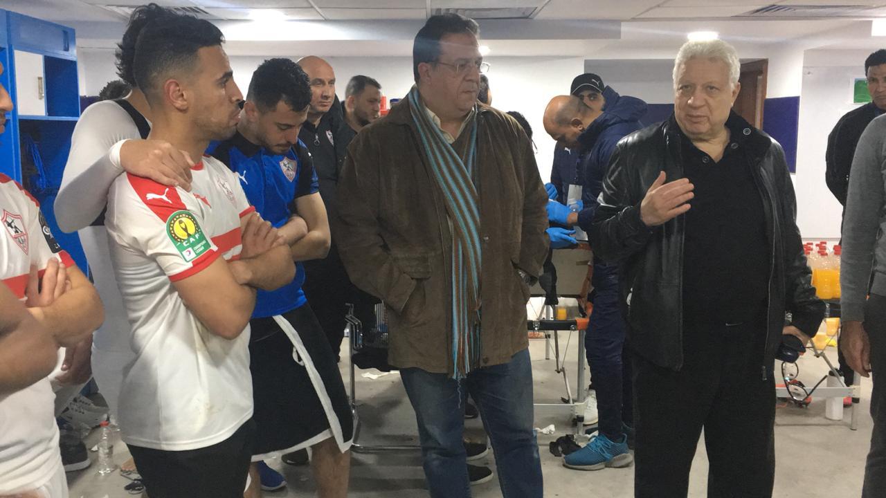 مرتضي منصور في اجتماعه مع لاعبي الزمالك