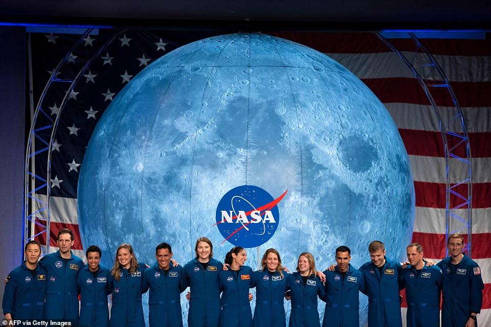 رواد ناسا 8