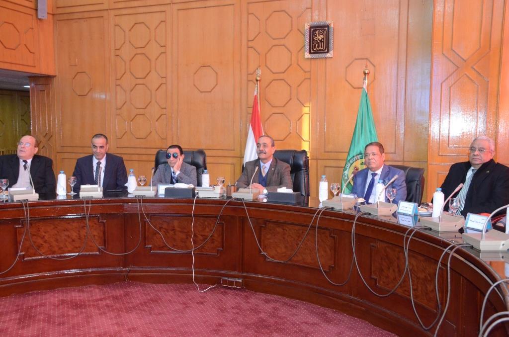 تدشين إطلاق اسم الدكتور عبد المنعم عمارة على قاعة المؤتمرات الكبرى بديوانعام محافظة الإسماعيلية (18)
