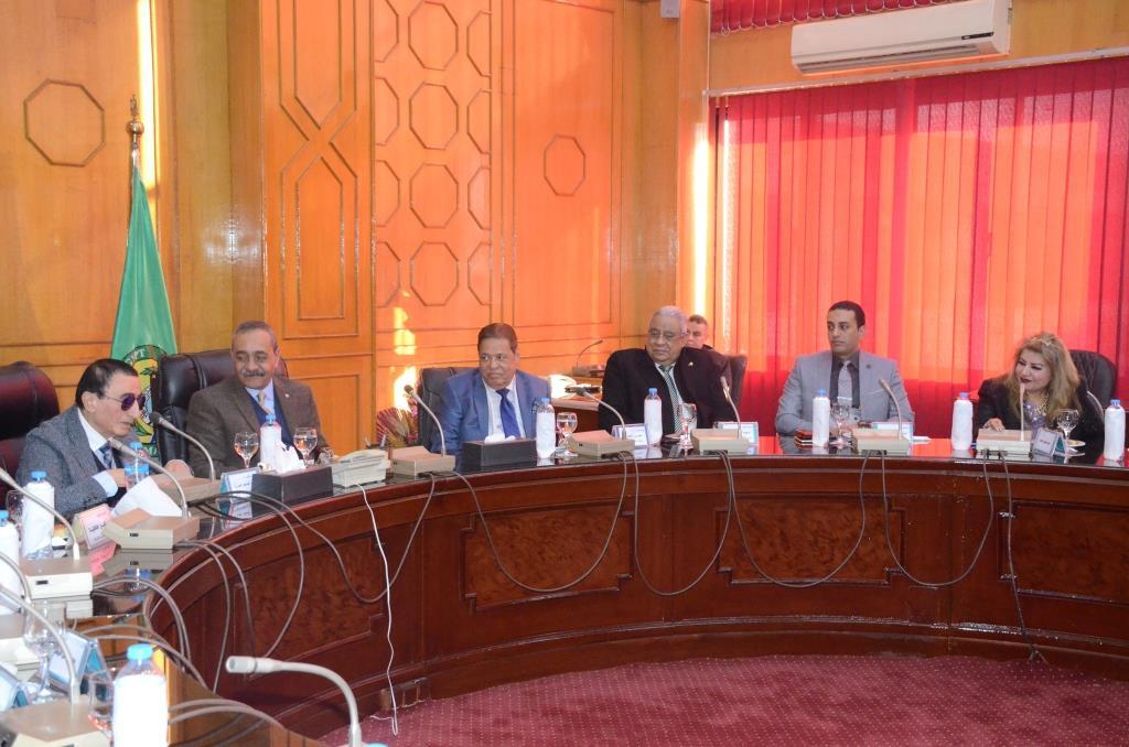 تدشين إطلاق اسم الدكتور عبد المنعم عمارة على قاعة المؤتمرات الكبرى بديوانعام محافظة الإسماعيلية (3)